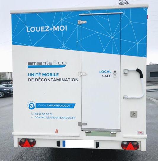 UMD-roulotte-decontamination-amiante-unite-mobile-desamiantage-chantier-ss4