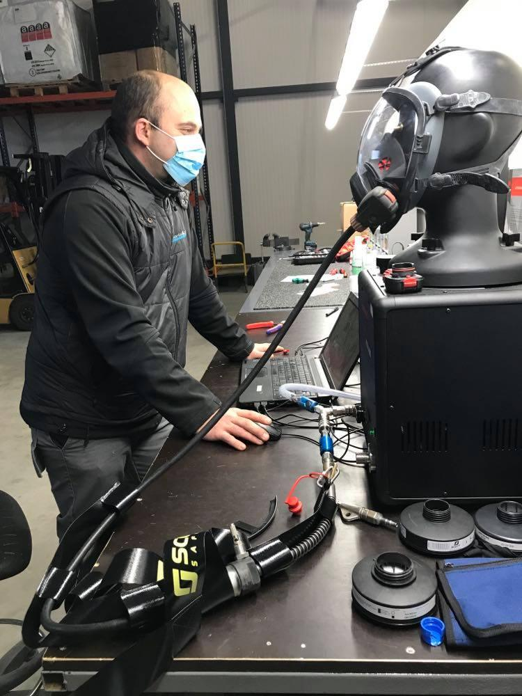 masque respiratoire amiante photo entretien annuel amiante and co lorraine france protection securite desamiantage